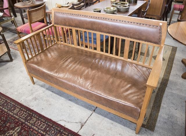 Nahkapäällysteinen sohva